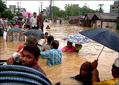 Turmoil in Bangladesh during extreme floods