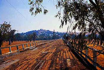 the road to Gundagai: here's a picture of the road bridge