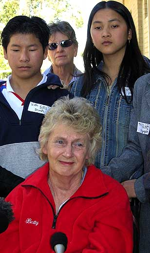 Olympic legend Betty Cuthbert with some of the Hao Kiet refugees